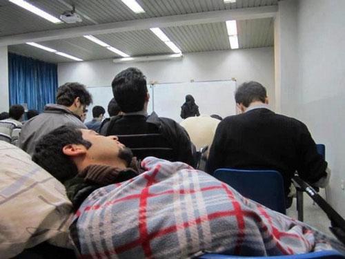 خوابیدن سرکلاس