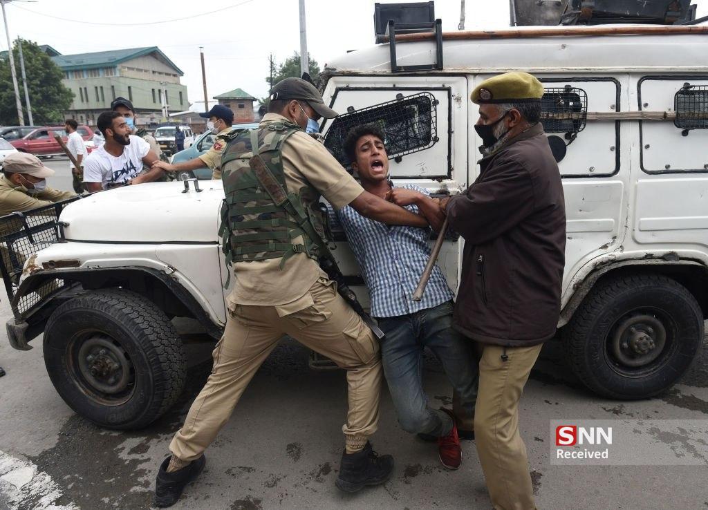 برخورد خشن پلیس کشمیر با مسلمانان در محرم